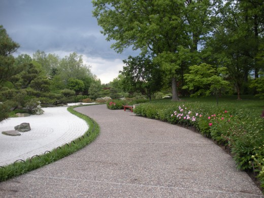 It is so nice to walk along a lovely curvy path, where there also is raked gravel or sand.