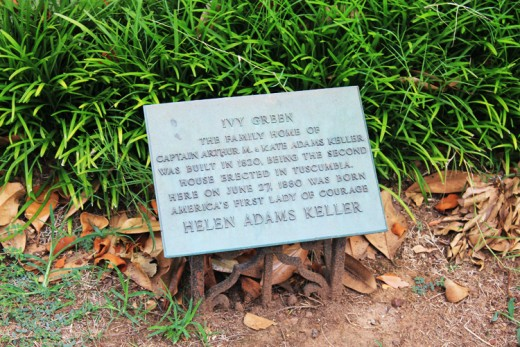 A historical marker, marking Ivy Green as a significant historical site. ©MBG