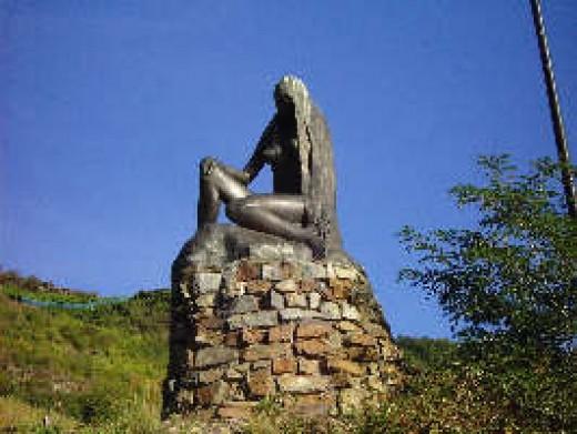 A sculpture of Lorelei