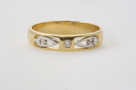 Modern Take on the Claddagh Wedding ring from Seoda Si Celtic Jewelry.com