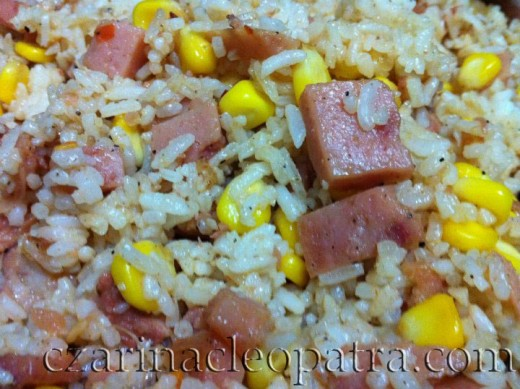 DAY 4 FRIED RICE. Only luncheon meat and corn. Too lazy to chop any veggies. Sprinkled some crushed dried chili though.
