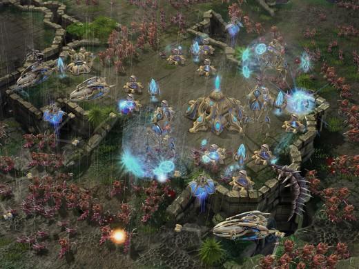 Zerg attacking a small Protoss base.