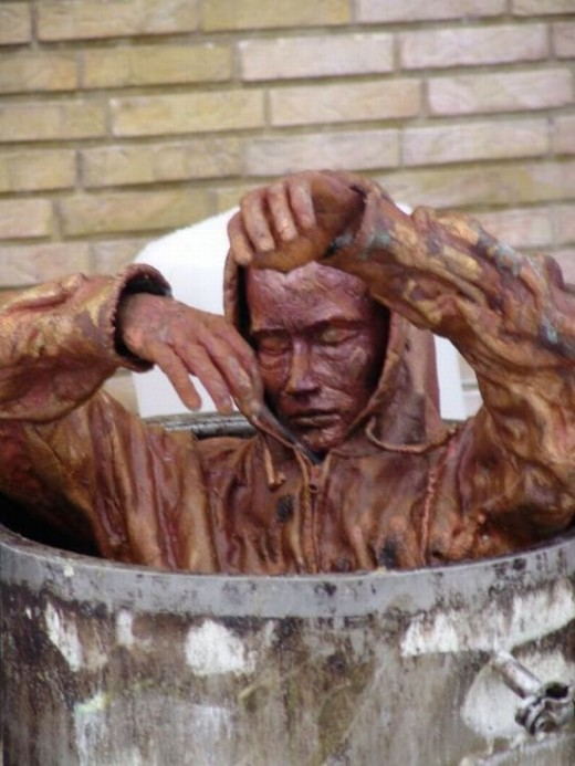 Find more sculptures of homelessness at: http://acidcow.com/pics/12685-sculptures-of-homeless-people-19-pics.html