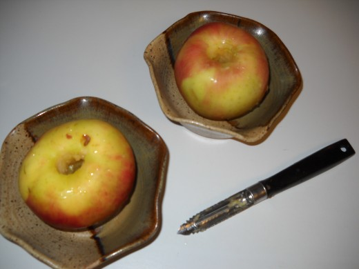Coring an apple is easy; even I can do it!