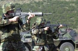 U.S Army infantry firing the G36