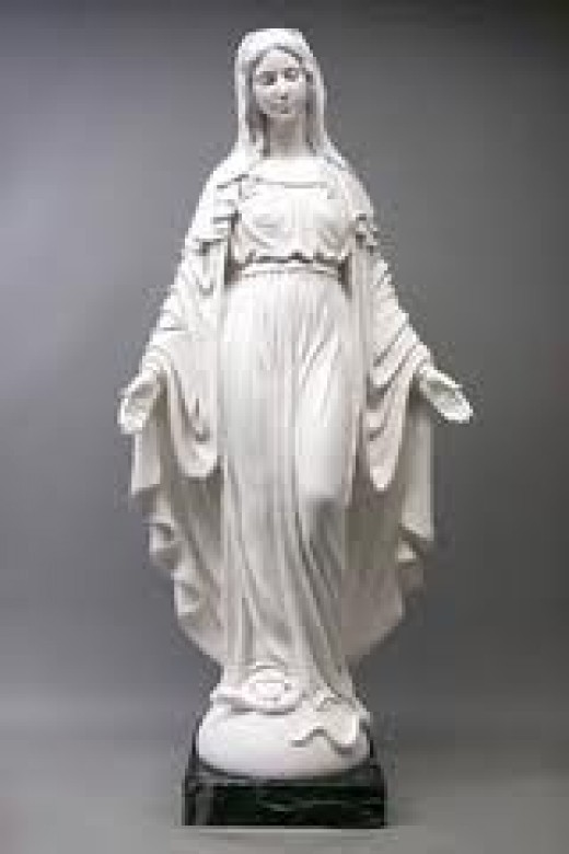 This is how the Madonna story goes, a youth called, Pietro di Giovan Fillippo saw this lady (Madonna) dressed in white, who told him to tell the people of Genzano to go in the vineyard of Don Fabio and look for her effigy.