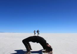 Walking on the Giants Stomach - Perspective photography - Salar de Uyun