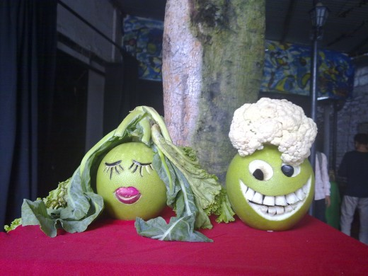 Green unripe pomelo, cauliflower, eggplant and apple peels are used to create the lovers.
