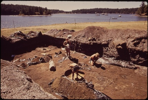 UNIVERSITY OF WASHINGTON GRADUATE STUDENTS AT THE GARRISON BAY ARCHEOLOGICAL DIG AT ENGLISH CAMP