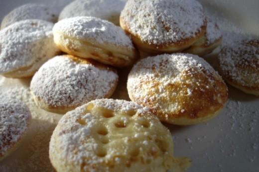 Poffertjes: mini pancakes