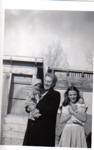 Edna Buffham, my mother Katharine and unknown baby, possibly Orrin Jr., mid 1940's