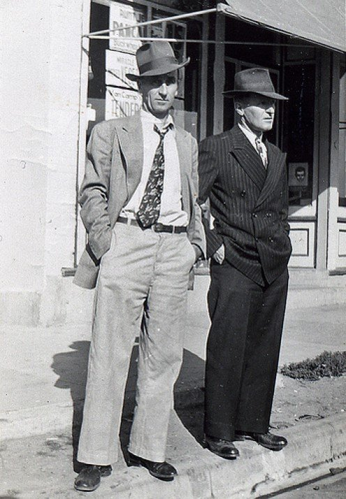 MEN WORE TIES, SUITS AND HATS WHEN VISITING TOWN. THIS SHOULD PINPOINT THE ERA WHERE I FIRST MET LESTER.