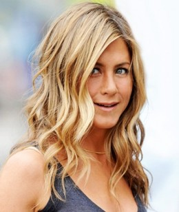 Jennifer's wavy, beachy style in this photo shows off her dirty blonde color beautifully.