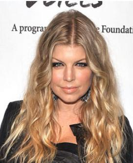 Fergie's cool, dirty-blonde hair suits her well.