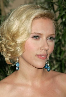 From dirty blonde to golden blonde and even platinum, Scarlett Johansson looks great in every shade she chooses.