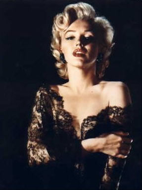 Marilyn Monroe's short,curly hairstyle