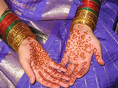 Use of additive-free henna for orange staining is generally a safe procedure for most people. Photo by Melissa Gupta (Flickr) [CC-BY-SA-2.0 (www.creativecommons.org/licenses/by-sa/2.0)], via Wikimedia Commons