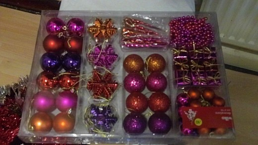 A large 100 pack bauble and bead selection with red and purple colors will work well with anything gold and silver and sparkly too.