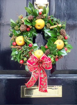Green Christmas: Christmas Door Decoration Ideas