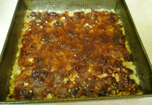 Cover the pressed mixture with the cooked date mixture.