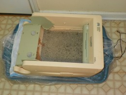 Make sure that the litter box fits well when sitting in the 25 gallon  Rubbermaid lid, before you start cutting  a hole.