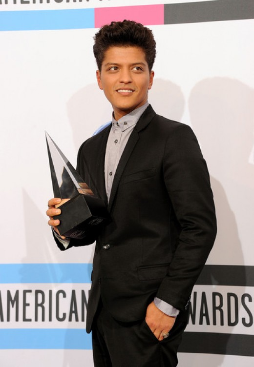 Bruno Mars accepts an award in a somewhat boring outfit at the 2011 AMAs.