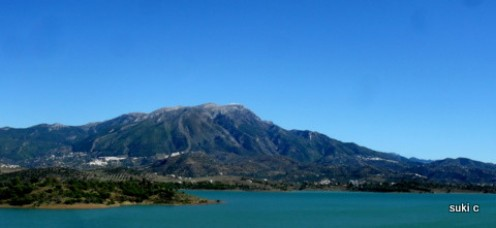 Lake Vinuela is a beautiful man-made reservoir 16km inland.   It is overlooked by the imposing Mount Maroma - at 2,066 metres above sea level - is Andalucía's highest mountain.