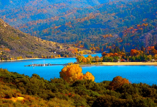 the blue waters of Lake Silverwood make a great setting against the golden trees..