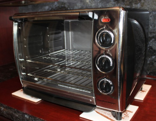 The Hamilton Beach 31199XR Countertop Convection Oven