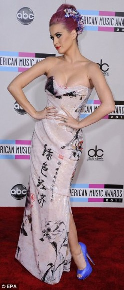 Katy Perry Wears Communist Party Slogan on Dress with Chinese Symbols at America Music Awards 2011