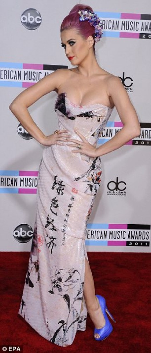Katy Perry in dress with Communist Party slogan written on it in Chinese