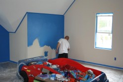 Painting a boy's bedroom in red and blue Mickey Mouse colors