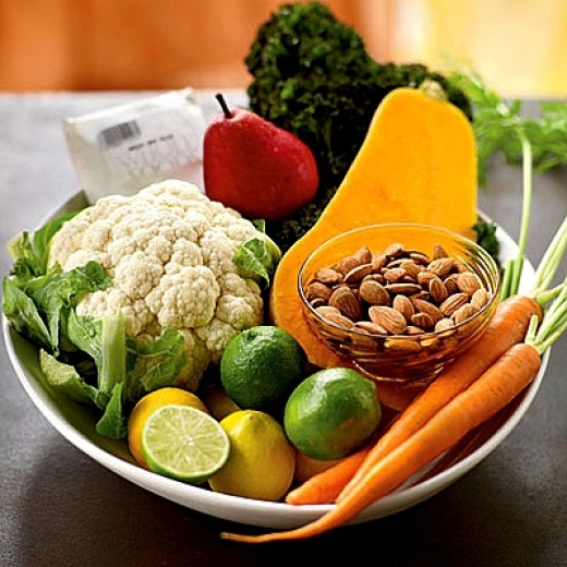 Eating a diet rich in fresh green vegetables and fruit can naturally boost immunity to common types of infections and pathogens