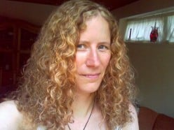 How to Manage Naturally Curly Hair