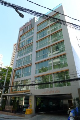 Amora Neoluxe Hotel - Located just a little down from Sukhumvit Road Soi 31