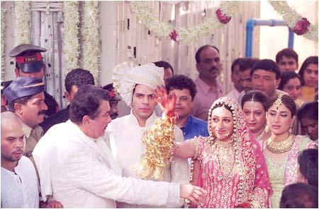 Kareena Kapoor at marriage of sister Karishma Kapoor