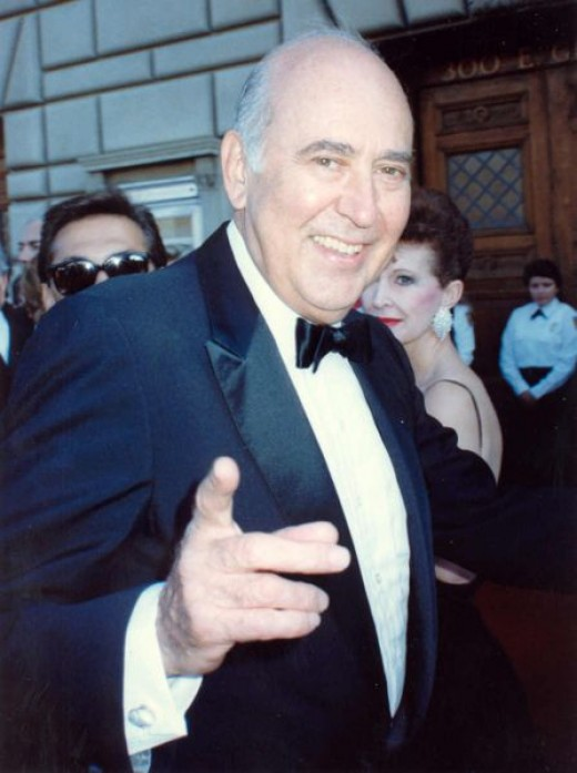Carl Reiner at the 41st Emmy Awards