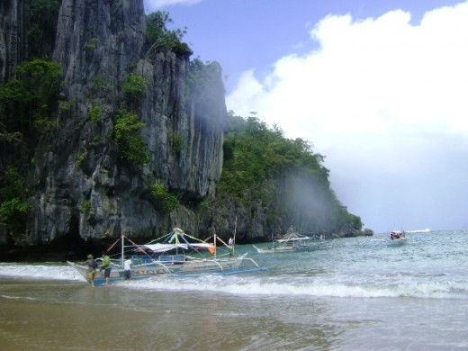 Limestone cliffs welcome the tourists to the Puerto Princesa Underground River