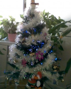 13 Signs You Don't Know How to Properly Decorate a Christmas Tree