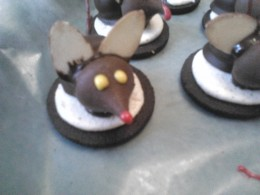 Eyes and nose, made by using writing icing.