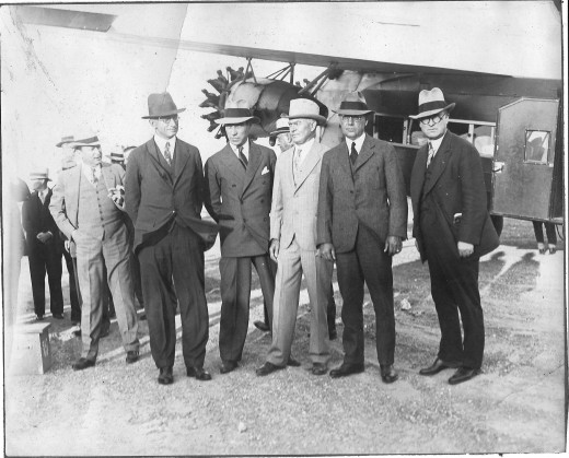 I think the man on the left is Paul R Branaff, and the man in the light colored suit is his brother, Tom Braniff. Please help in the identifacation.