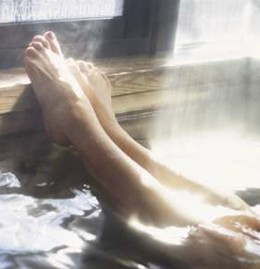 Vinegar bath soaks the pain away ! Click here to read:http://www.livestrong.com/article/155237-apple-cider-vinegar-bath-benefits/