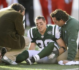 New York Jets' Jim Leonhard sits on the ground after being injured during the second quarter of the NFL football game against the Kansas City Chiefs on Sunday, Dec. 11, 2011, in East Rutherford, N.J. (AP Photo/Bill Kostroun)