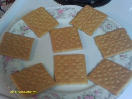 Separate the graham crackers in half.