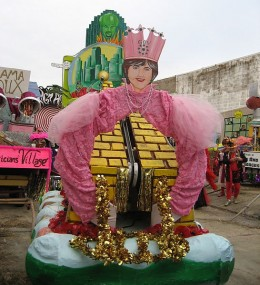 """Float in lot before parade with caricatures of New Orleans mayor Nagin, Louisiana governor Blanco as Wizard of Oz characters and """"Yellow Brick Road Home"""""""