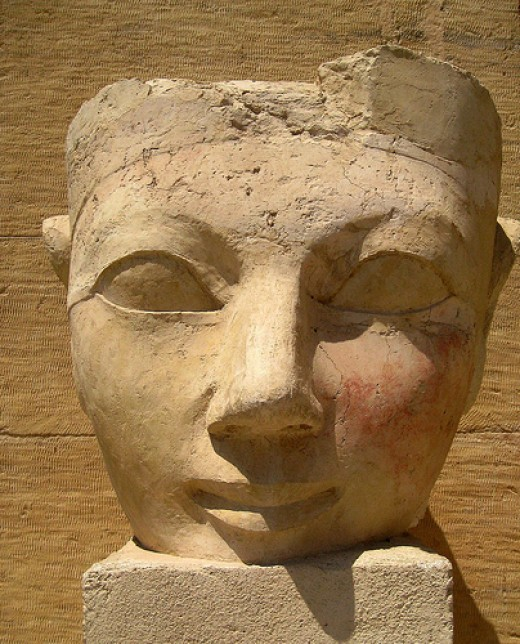 Flickr.com, 3078286575 fa4e25ec7e Damaged head of Hatshepsut from her mortuary temple