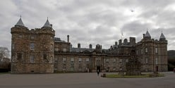 Famous Palaces of Europe : Holyroodhouse in Edinburgh, Scotland