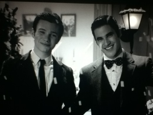 Kurt and Blaine open their chalet to their friends for Christmas festivities.