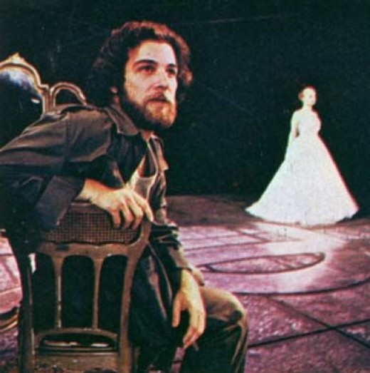 Mandy Patinkin as Che in Broadway's Evita
