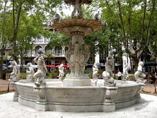 The central fountain, Plaza Matriz